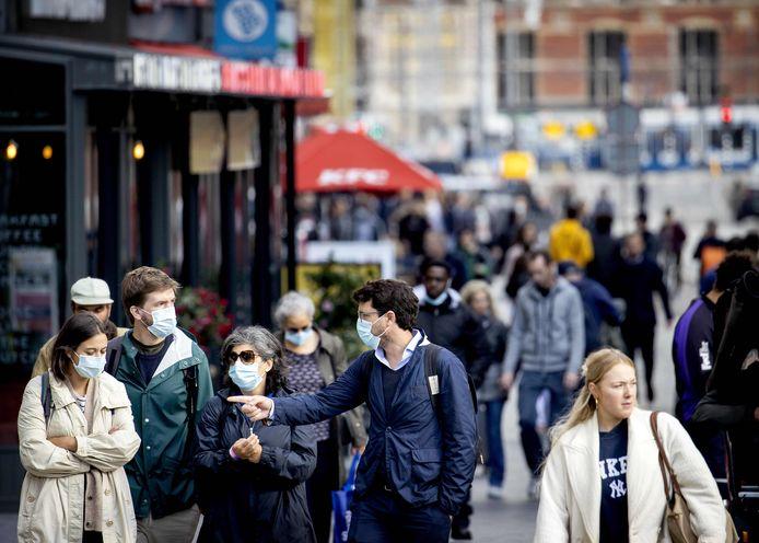 Tot nu toe gold het advies om een mondmasker te dragen enkel in Amsterdam, Rotterdam en Den Haag.