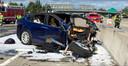 Deze Amerikaanse Tesla Model X brak in twee delen na een crash op de snelweg.