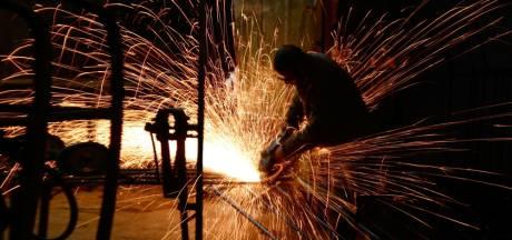 Industrie krimpt voor het eerst in twee jaar