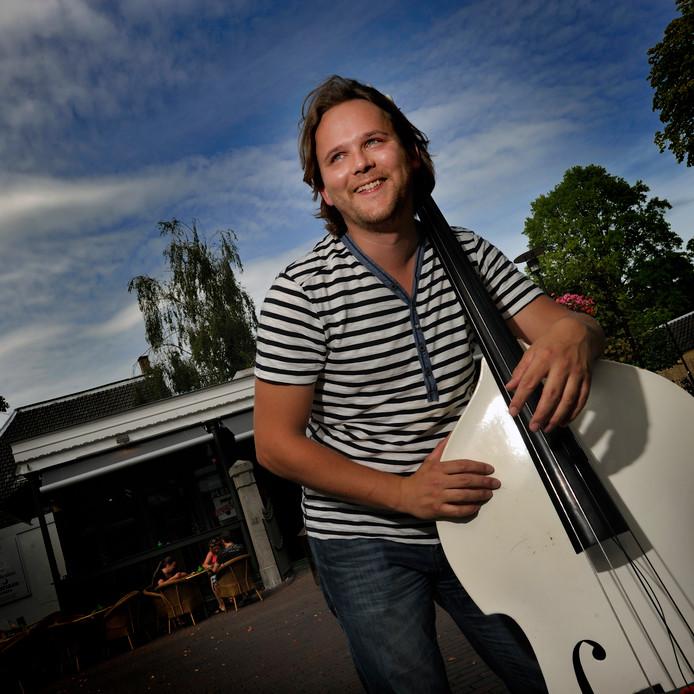 Bert van Uffelen speelt met Do Re Mi Fa Soul tijdens het Soulspektakel zaterdag 15 september op het Tongerloplein in Roosendaal.  Archieffoto Robert van den Berge