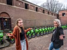 Het was al chaos, en dan staan er ineens 30 deelscooters voor de school: 'Dit lijkt een grapje'