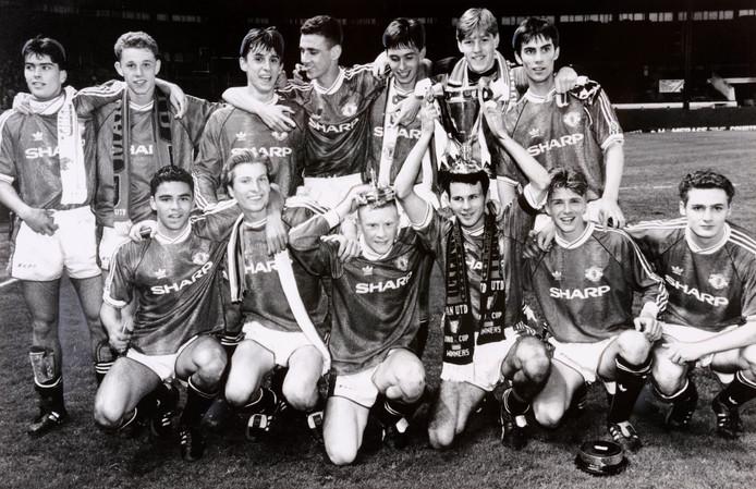 Het beloftenteam van Manchester United dat op 15 mei 1992 de FA Youth Cup won op Old Trafford. Achterste rij, van links naar rechts: Ben Thornley, Nicky Butt, Gary Neville, Simon Davies, Chris Casper, Kevin Pilkington and Keith Gillespie. Voorste rij, van links naar rechts: John O'Kane, Robbie Savage, George Switzer, Ryan Giggs, David Beckham and Colin McKee.