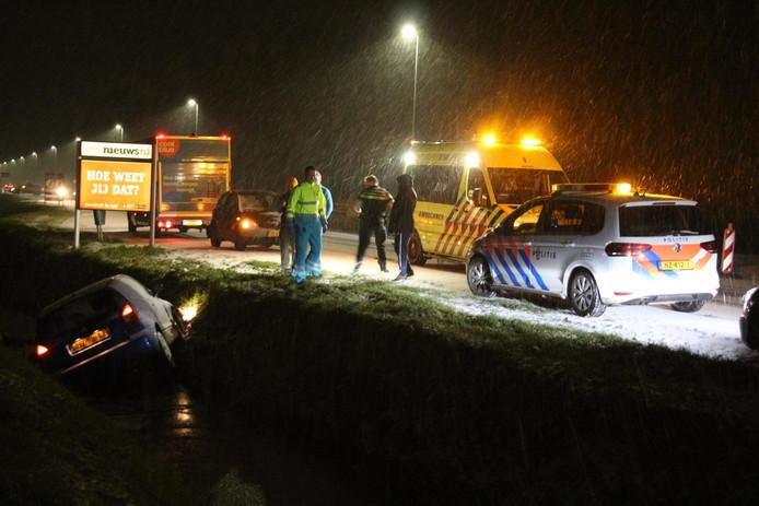 In Dongen kwam een automobilist in een ijskoude sloot terecht.