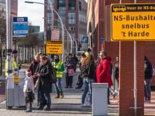 Even behelpen voor treinreizigers in Zwolle
