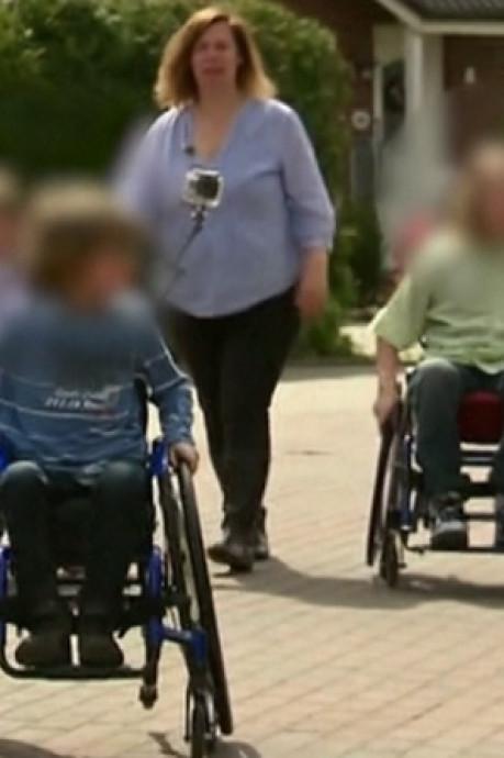Elle force ses enfants à circuler en chaise roulante pendant 6 ans pour percevoir des allocations