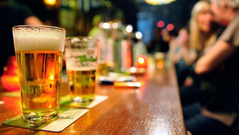 'Het is niet te geloven, maar vijf volwassen mensen spreken stiekem af om te doen alsof iedereen naar huis gaat, met als doel om die Sybren af te schudden en ergens anders iets te gaan drinken.' Beeld anp