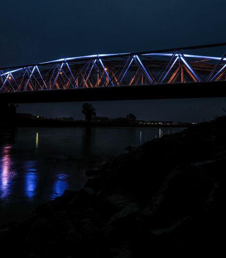 IJsselbrug in Westervoort kleurt deze week blauw, dit is waarom