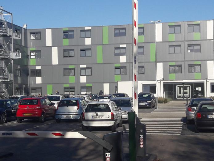 Op de campus op het oude RWB-terrein in Waalwijk wonen 400 arbeidsmigranten.