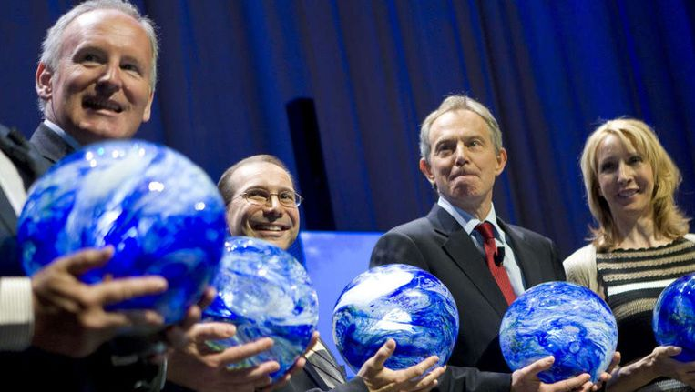 Staatssecretaris Timmermans, Bill Gross (eSolar), voormalig Britse premier Blair en Greenpeace-directeur Van Tongeren bij een klimaatconferentie in Den Haag. Beeld