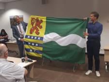 Nieuwe vlag van Nissewaard in nacht onthuld