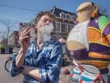Peter Bos steekt jointje op in protest tegen blowverbod