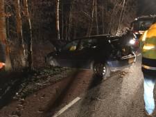 Vrouw gewond nadat auto tegen boom rijdt in De Heurne