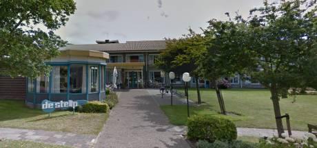 1025 Handtekeningen voor nieuwbouw zorgcentrum Stelp op huidige locatie