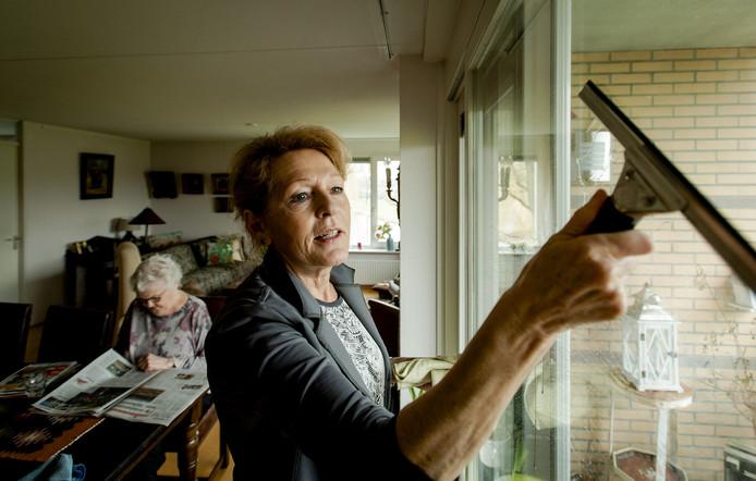 De gemeente Utrecht concludeert in een evaluatie dat klanten én hulpen tevreden zijn over de huishoudelijke ondersteuning. Jurist Kevin Webers denkt er heel anders over.