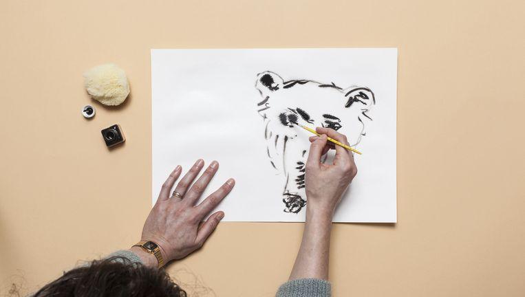 Dieren tekenen op zeven verschillende manieren met illustrator Rop van Mierlo. Beeld Michiel Spijkers
