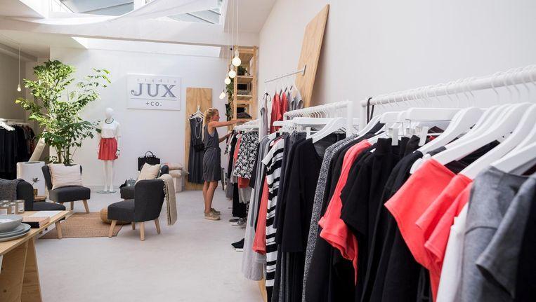 In de winkel van Studio Jux op de Ceintuurbaan. Beeld Rink Hof