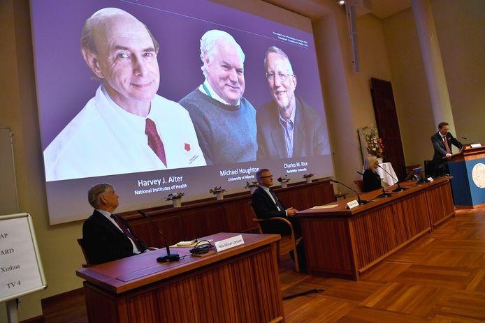 Van links naar rechts op het scherm: Harvey Alter, Michael Houghton en Charles Rice.