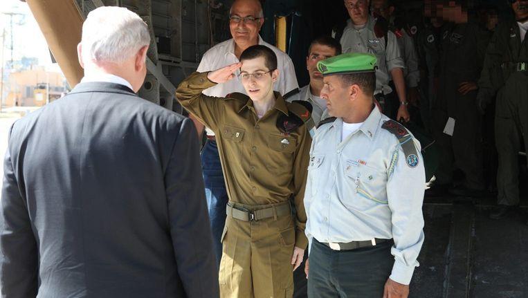 Gilad Sjalit kort na zijn vrijlating. Beeld bruno