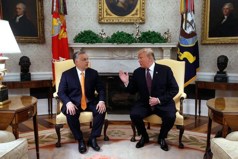 Hongaarse premier Viktor Orban en Donald Trump tijdens een meeting in het Witte Huis.