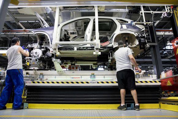 Bij autobouwer Nedcar in Born werken enkele honderden Belgen.