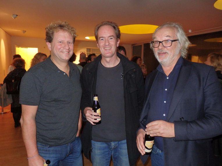 Journalist Marnix de Bruyne, Geertjan Wielinga (NetBeans-evangelist) en boekmaker Jan Bos delen een werkplek met Van Bergeijk. 'Hij is openhartiger dan op kantoor' Beeld Schuim