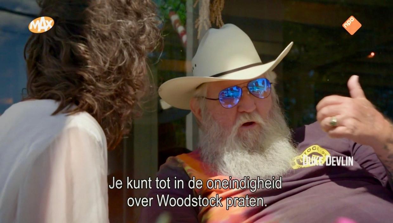 Beeld uit 'Het moment: Woodstock' van Omroep MAX met Dieuwertje Blok en andere oude hippies. Beeld Renate van der Bas/VPRO