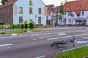 Nederweert Brugstraat Jeugdige fietsster zwaargewond na aanrijding Helmondse automobilist rijdt door. fietster overlijd later in ziekenhuis