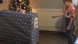 VIDE0. Jongetje krijgt hét ultieme kerstgeschenk van zijn dromen