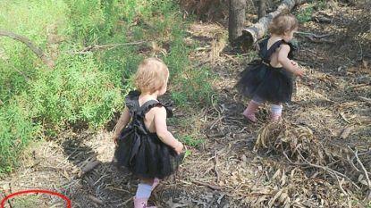 Mama ziet verschrikt op foto hoe dicht het gevaar haar tweelingdochtertjes naderde