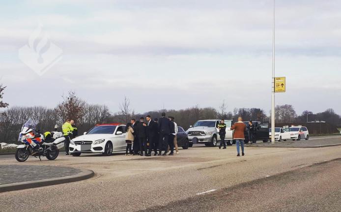De politie heeft regelmatig handen vol aan de bestuurders van een trouwstoet.