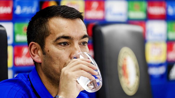 Van Bronckhorst eist zege van Feyenoord  tegen Sjachtar