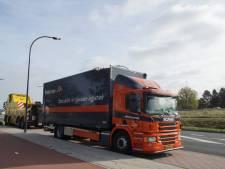Weer rijdt vrachtwagen zich vast onder 'bekend' viaduct Waalwijk