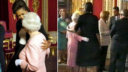 """Michelle Obama openhartig over haar 'schandelijke' faux pas in Buckingham Palace: """"Daarom legde ik mijn arm rond Queen Elizabeth"""""""