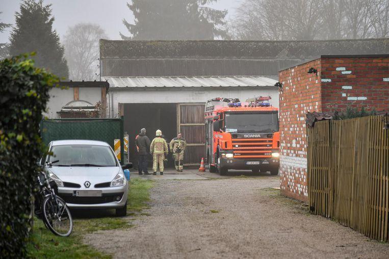 In deze garage van P. speelden de feiten zich af. De brandweer was er kort voordien ook al eens opgeroepen voor rookontwikkeling. Foto GDR