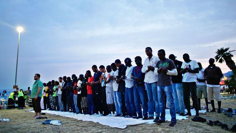 Migranten bidden in Ventimiglia, bij de Frans-Italiaanse grens. Beeld ap
