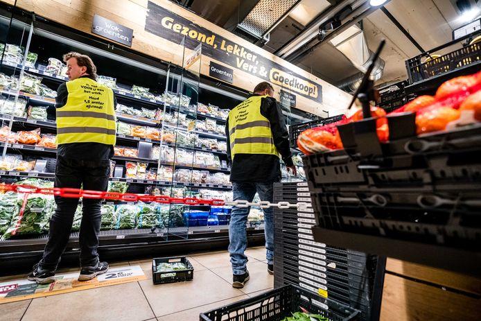 Foto ter illustratie. In supermarkten is het alle hens aan dek om de voorraden op peil te houden.