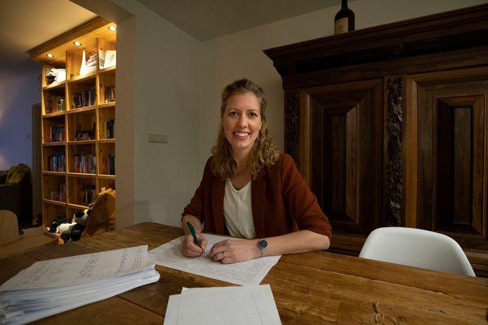 Janneke Sleenhof, docente Nederlands en onderzoekster. Ze heeft onderzoek verricht naar de rol van de rapportvergadering bij het zittenblijven van leerlingen.