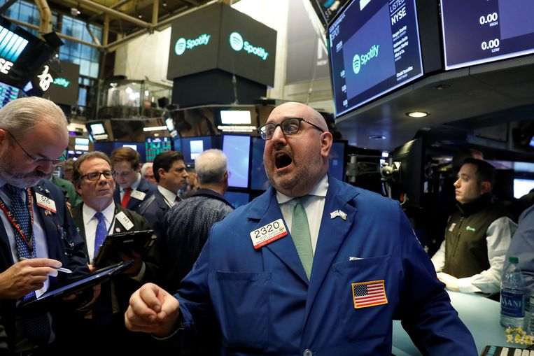 Traders react as they wait for shares of Spotify to begin selling as a direct listing on the floor of the New York Stock Exchange in New York, U.S., April 3, 2018. REUTERS/Lucas Jackson Beeld REUTERS
