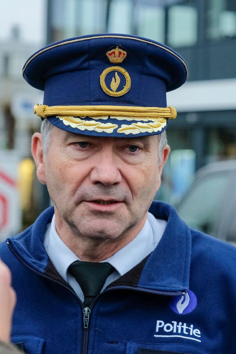 De Zaventemse korpschef Jean-Pierre Van Thienen is furieus omdat twee van zijn agenten zondagavond werkonbekwaam gemept werden door een agressieve man.