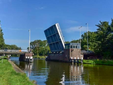 Flink oponthoud voor verkeer door storing Zegerbrug in Alphen
