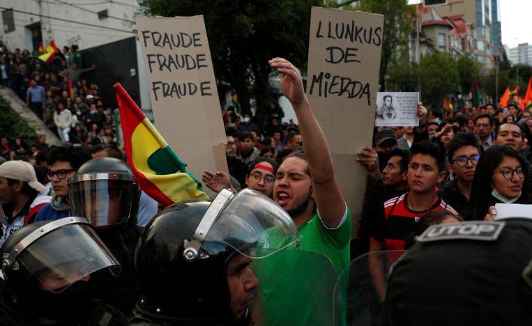 Aanhangers van oppositiekandidaat Carlos Mesa protesteren in La Paz. Beeld AP