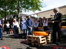 Reuzenkaas van 140 kilo levert 3000 euro op voor Daan Theeuwes Centrum