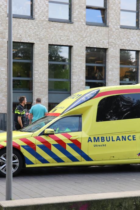 Leerling aangehouden na steekincident bij school in Vleuten: 'Die jongen bloedde bij zijn oor'