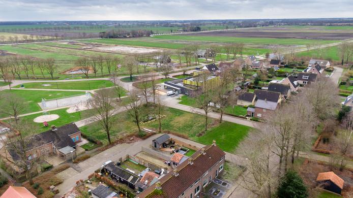 Op de plek waar eens de Brinkschool stond komen woningen. Verder is er woningbouw gepland langs de Scheerwolderweg en daarboven, aan het Steenwijkerdiep, komt Rietweelde.