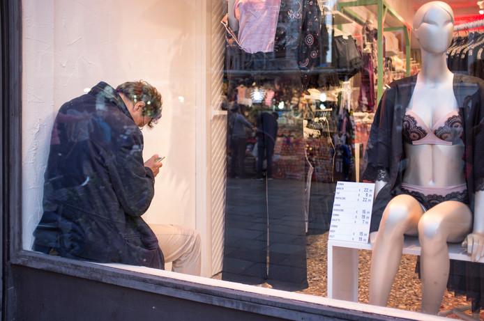 Mannen hoeven zich niet langer te vervelen als de vrouw aan het shoppen is.