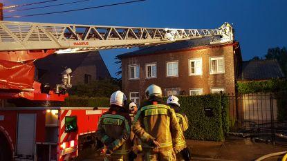 Bliksem slaat in op twee woningen en mogelijk op Lijnbus