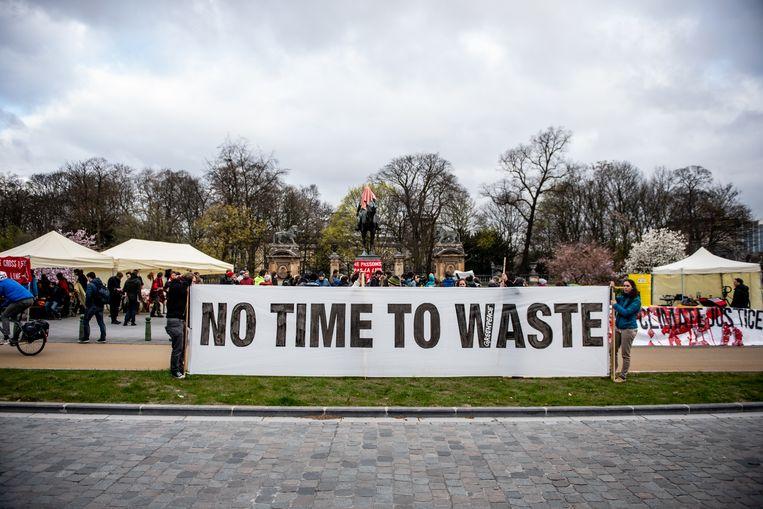'Geen tijd te verspillen', klinkt het bij de klimaatactivisten, maar de politieke realiteit zegt iets anders.
