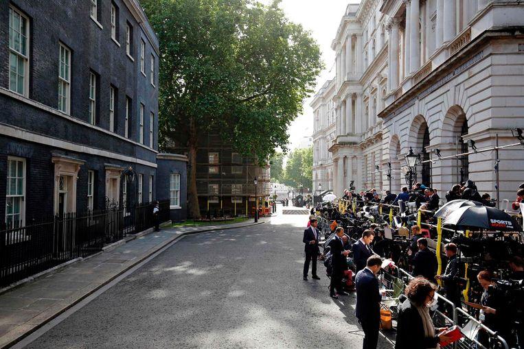 Drukte op Downing Street. Beeld afp