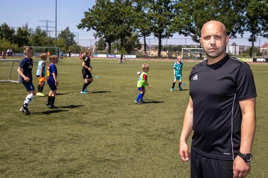 Tommy Jacobs van Young Talent Voetbalacademie, de organisator van de voetbaldagen op sportpark Brandevoort.