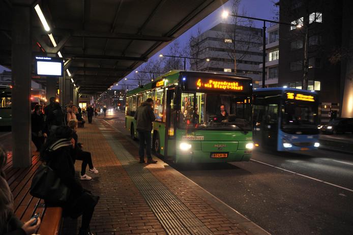 Bussen van Qbuzz bij het busstation in Dordrecht